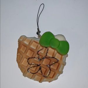 Other - Medium-sized Hello Kitty drizzle waffle